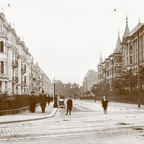 #tb to 1903 when the streets where 'clean and the air fresh #oscarsgate #riddervoldsgate #homanhomes #frogner #oslove #20thcentury