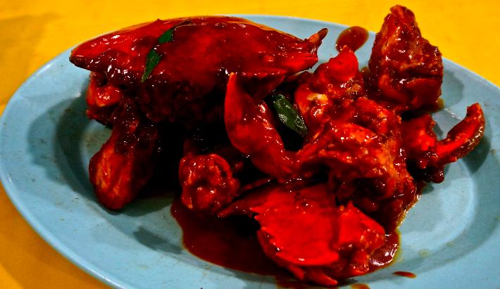 Krabba i chilisås. Kladdigt och supergott!