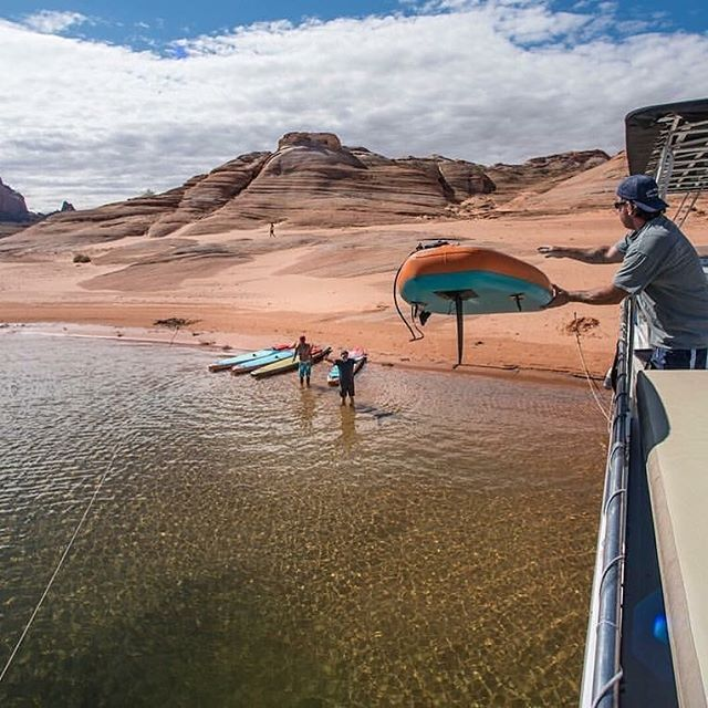 Flashback to when we paddled Mars. Who's up for another Lake Powell Paddle & Hike houseboat adventure? 2019. 🙋‍♀️