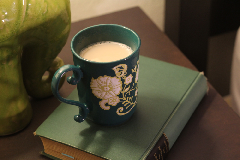 gilt edge | things that go well with books :: chai tea latte