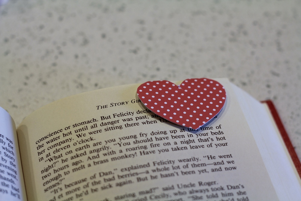 gilt edge | enjoy with a book :: valentine's day bookmarks