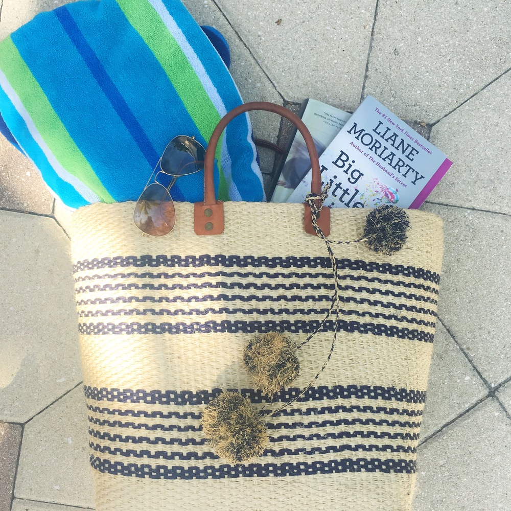 Beach reads (Mar Y Sol Beach Bag)