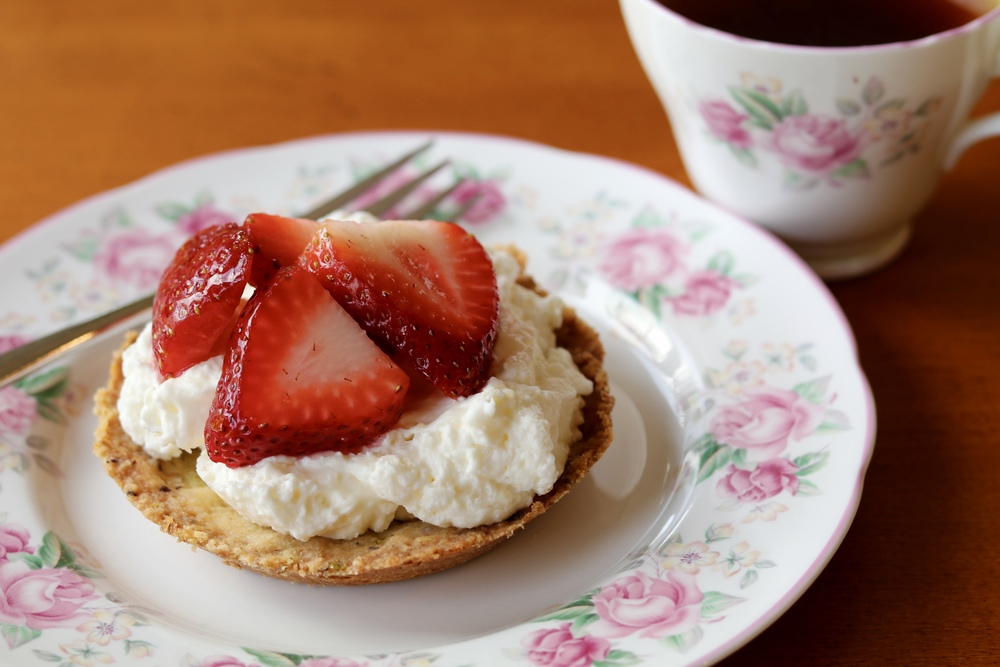 gilt edge | mini strawberry tarts