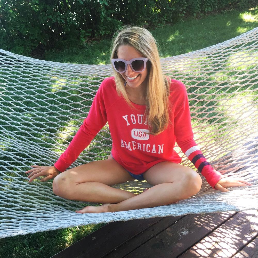 Lake living and lovinggggg it 🇺🇸 // Sweatshirt