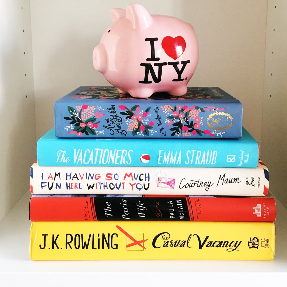 The cutest book stack 📚
