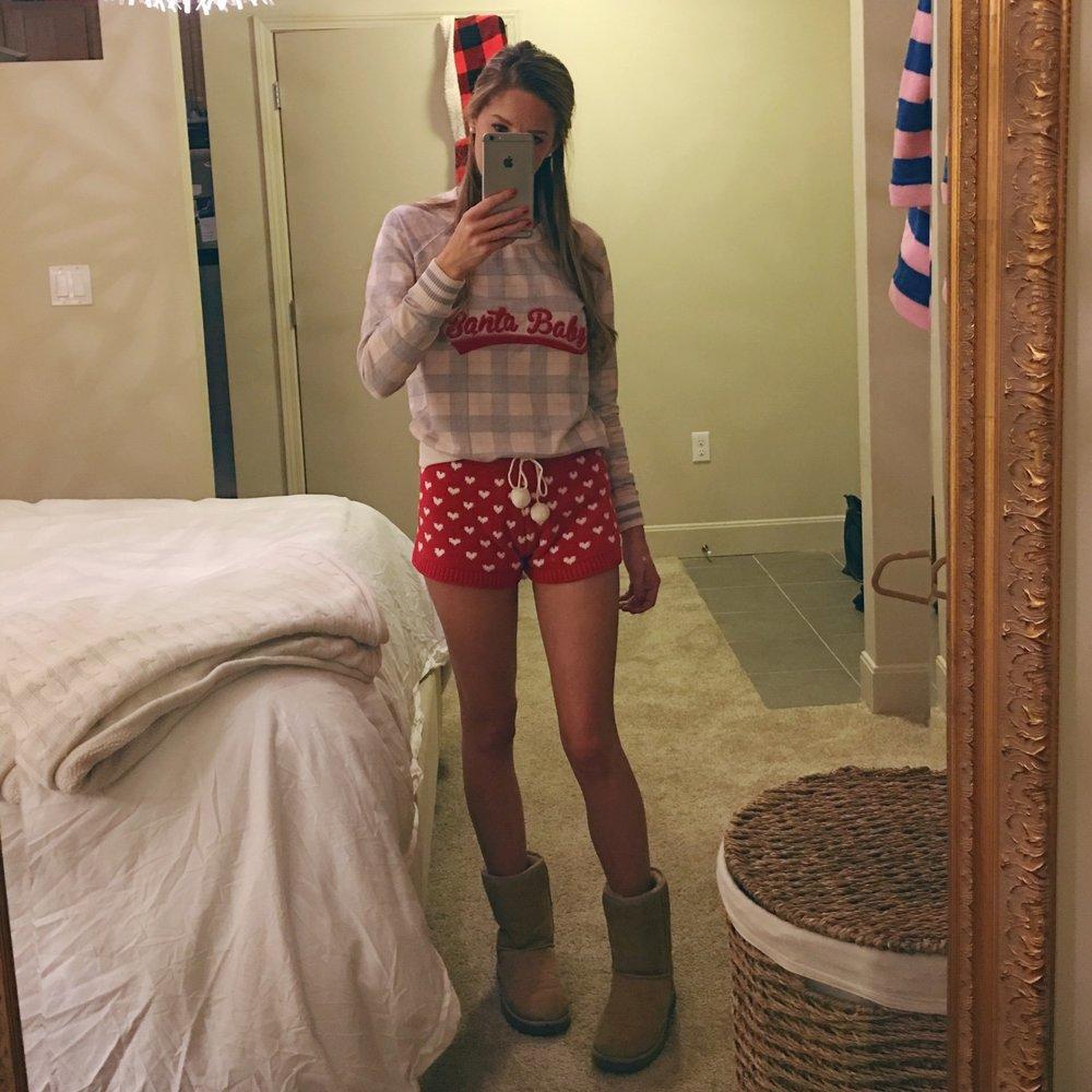 Dressing like a lil elf on Christmas Eve // Sweatshirt, Shorts