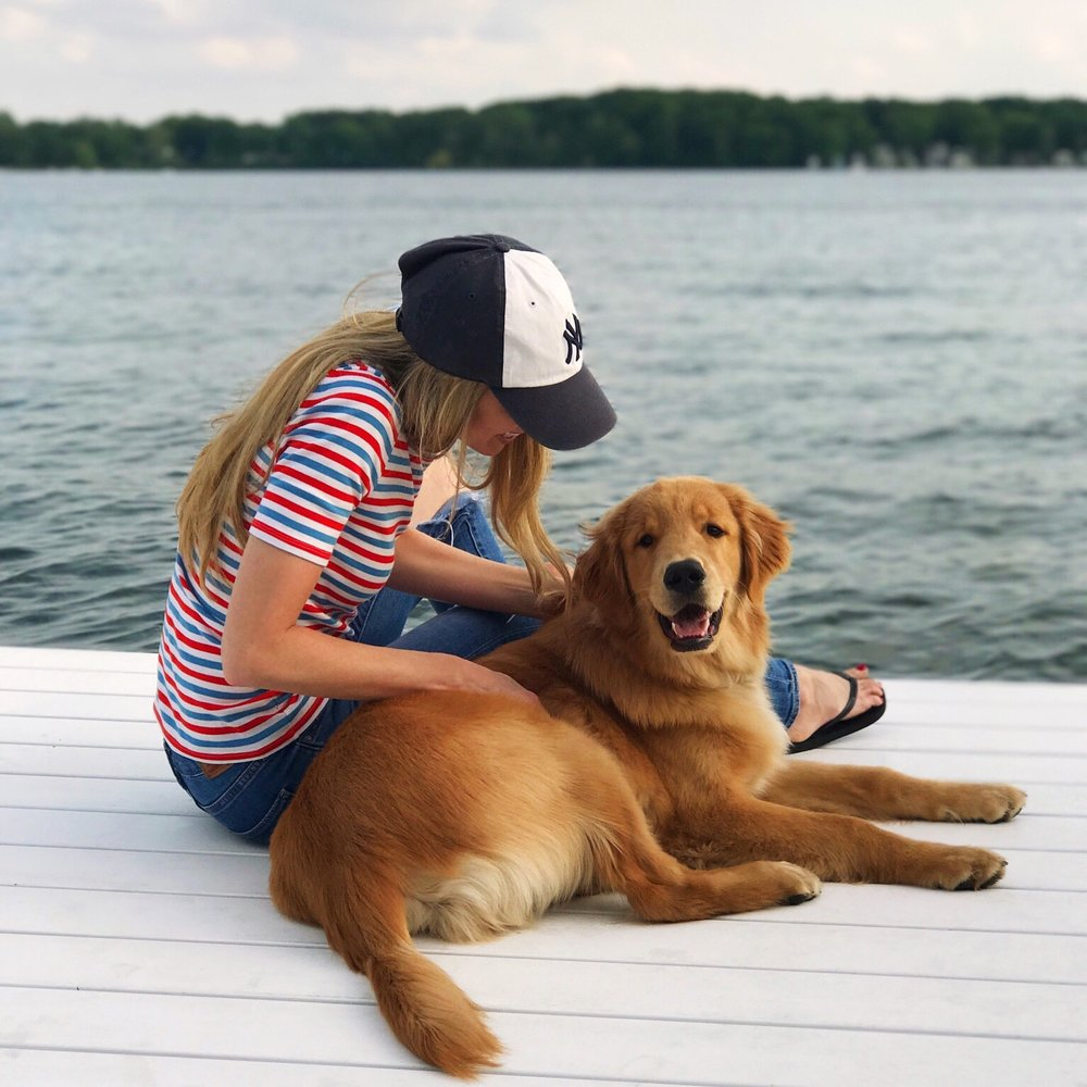 Lake life with Scout ❤️ // T-Shirt, Jeans, Flip Flops