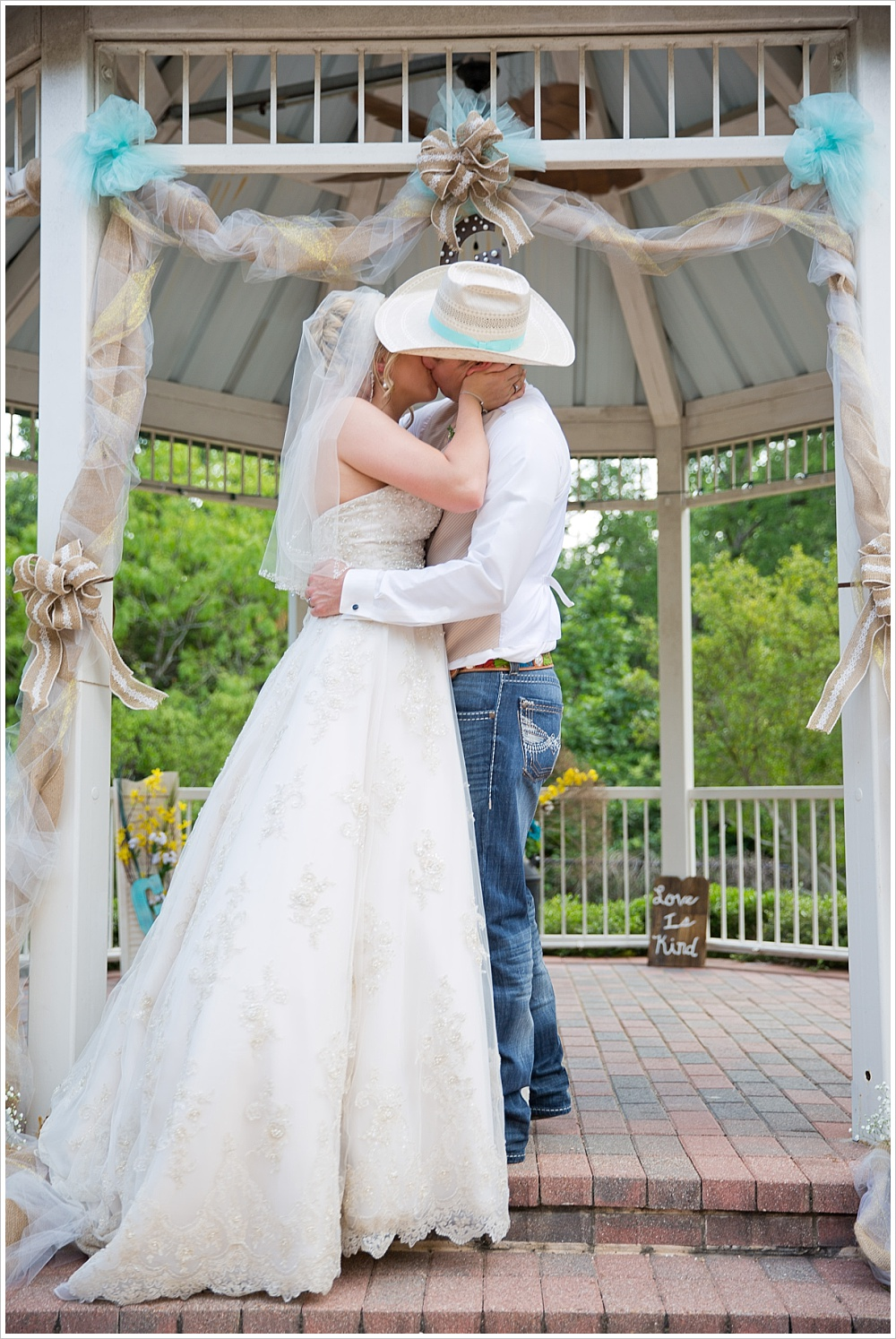bride and groom kiss | Carleen Bright Arboretum wedding venue in Woodway, TX | Jason & Melaina Photography