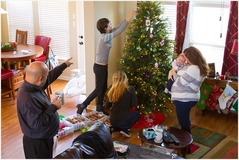 Family decorating Christmas tree | lifestyle family photography in Waco, Texas | Jason & Melaina Photography