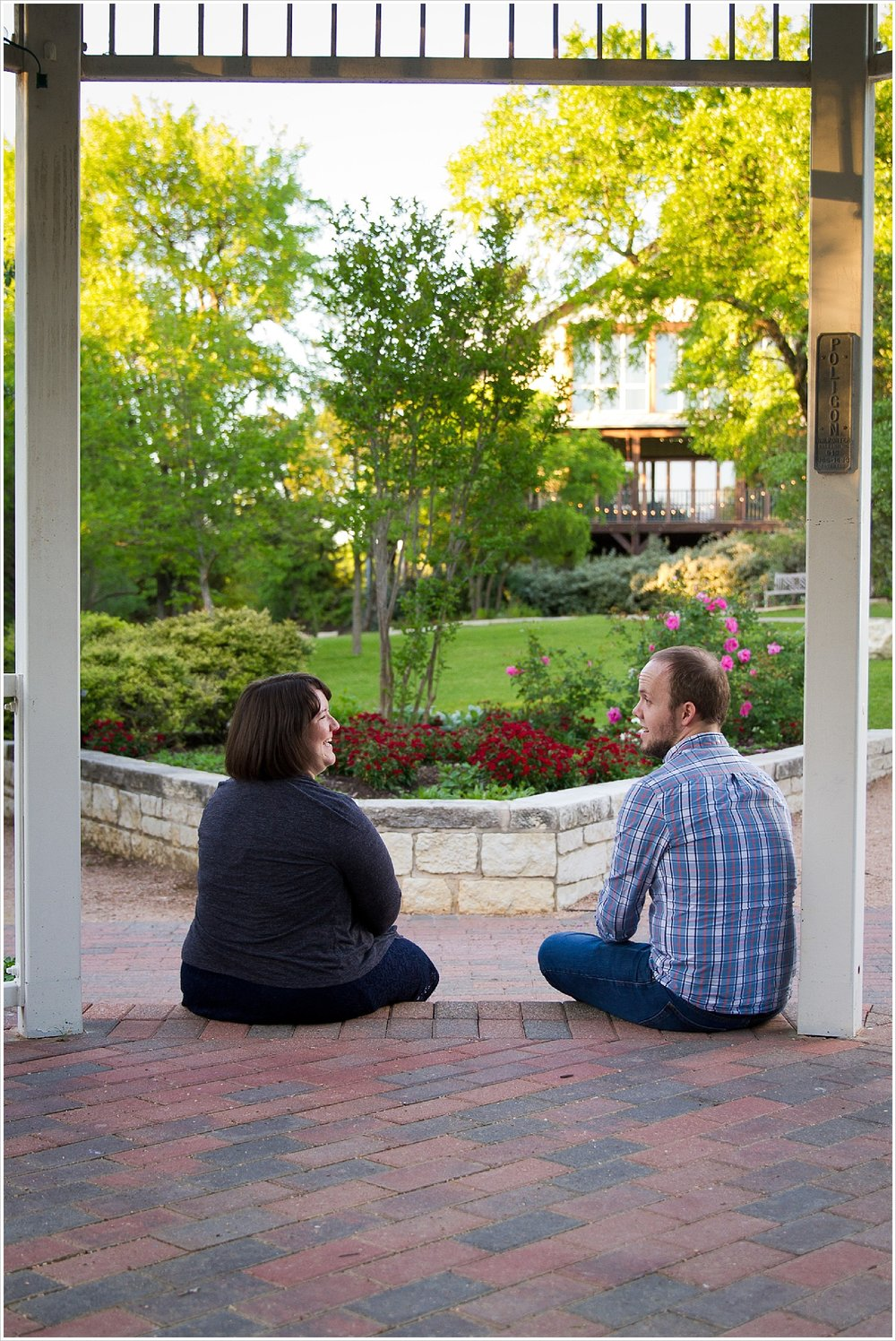 Couple recreates final scene of Gilmore Girls movies for pregnancy announcement