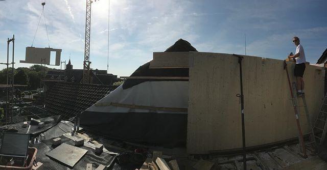 Nach langer und intensiver Vorbereitung konnten wir heute den ersten Teil der Dachsanierung stellen! Schönes Wochenende
