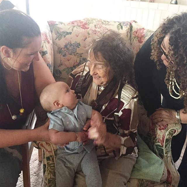 This moment was everything. ❤️#luzais102 #mybigfatcubanfamily #happythanksgivng 🦃 #4generations