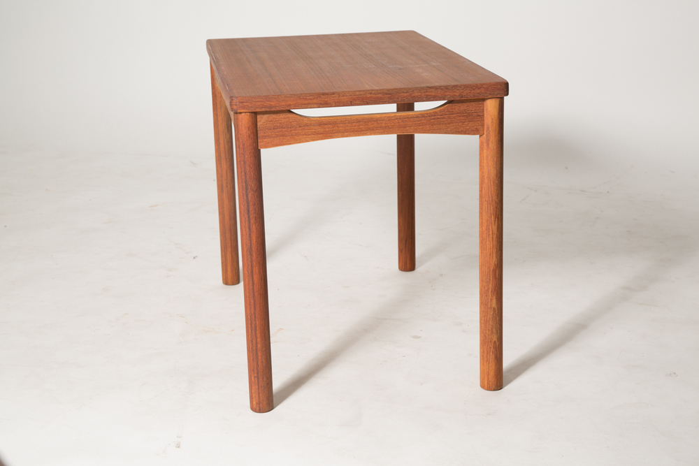 carve skirt end table 5.jpg