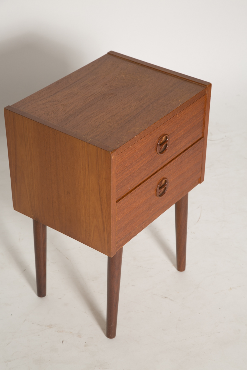 Square nightstand with split round pulls 6.jpg