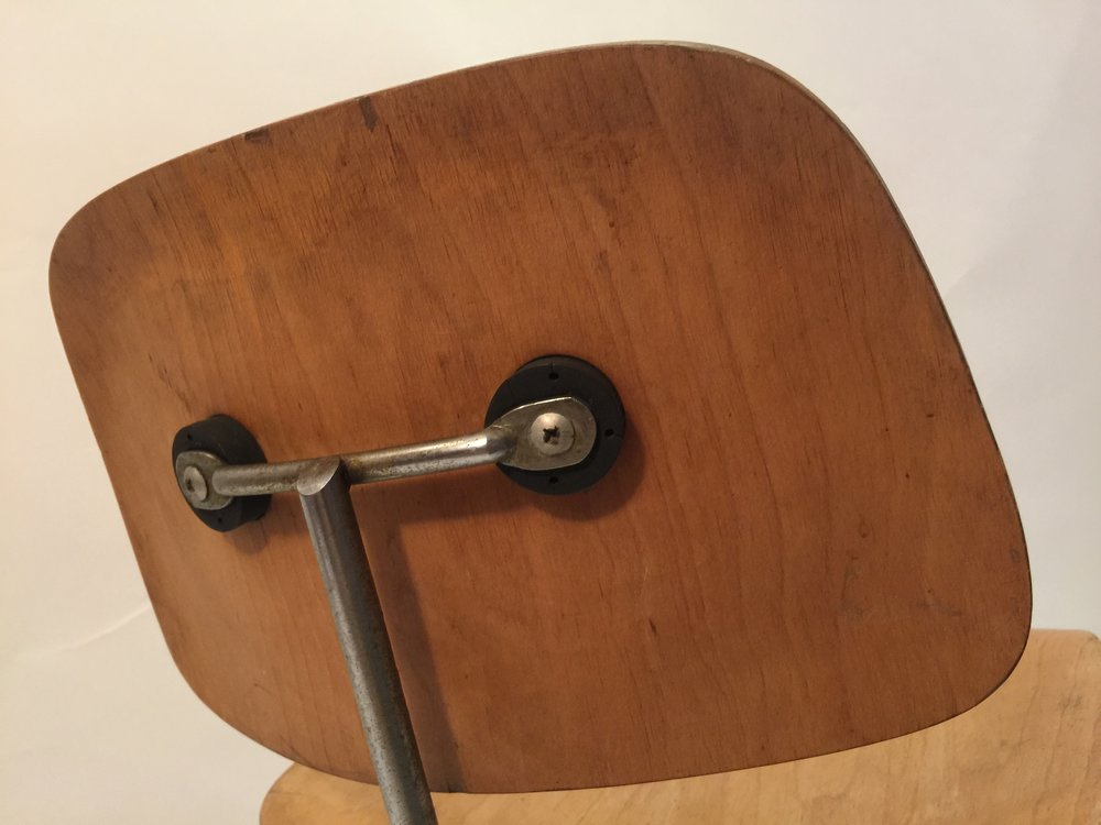 DCM Eames chair 3.JPG