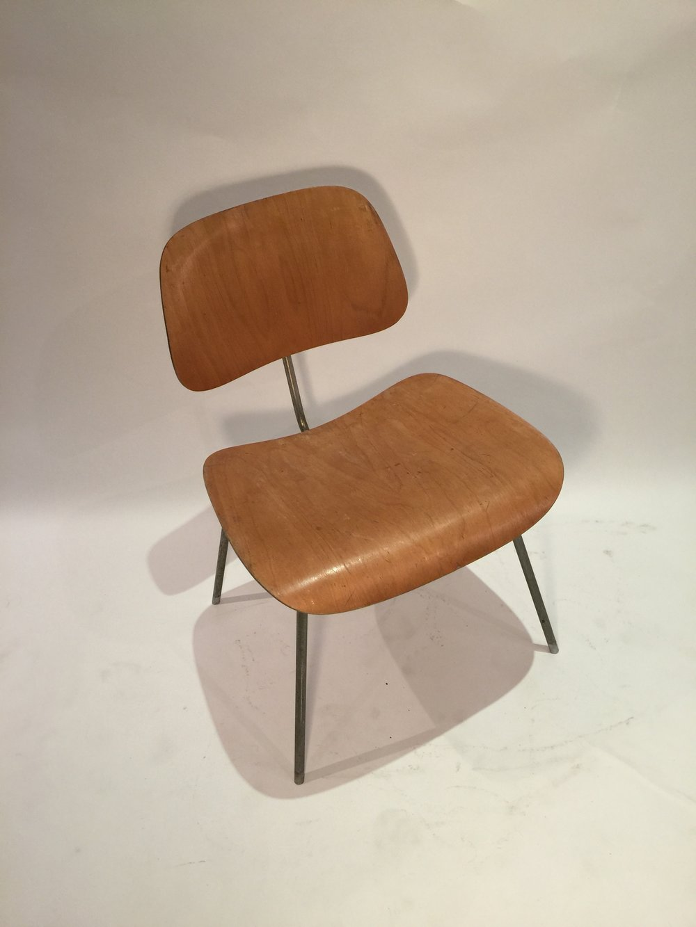 DCM Eames chair 6.JPG