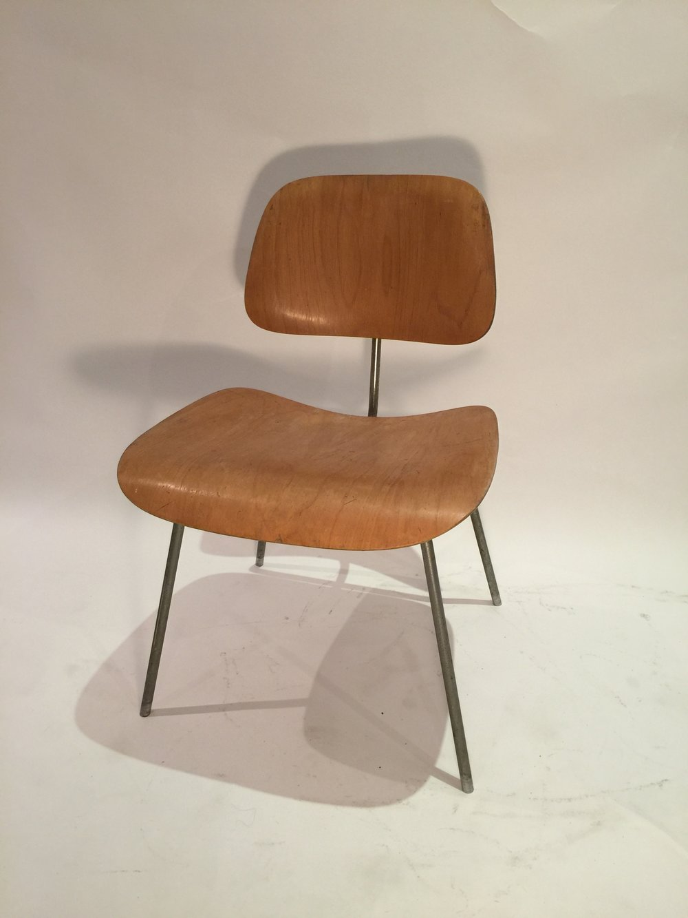 DCM Eames chair 8.JPG