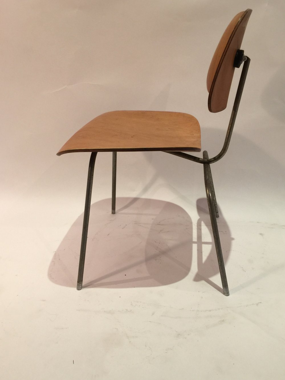 DCM Eames chair 7.JPG
