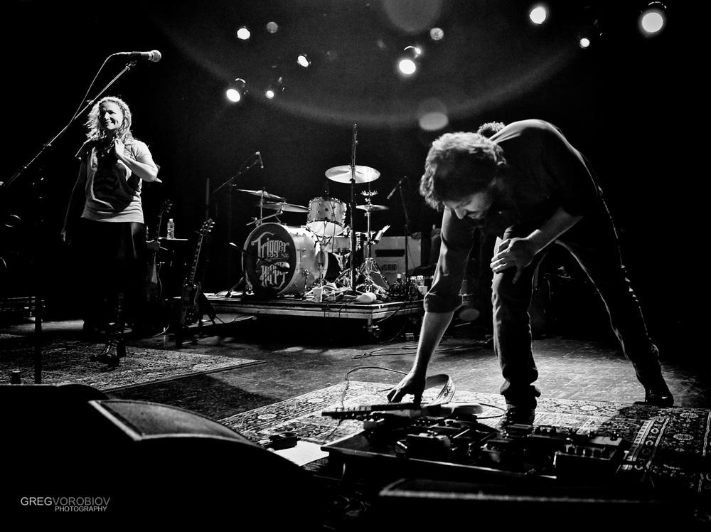 joan_osborne_tom_bukovac_trigger_hippy_concert_by_greg_vorobiov-1.jpg