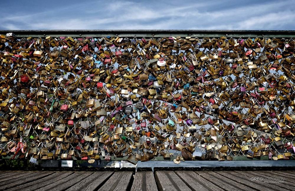 love_locks_bridge_paris_by_greg_vorobiov-1.jpg