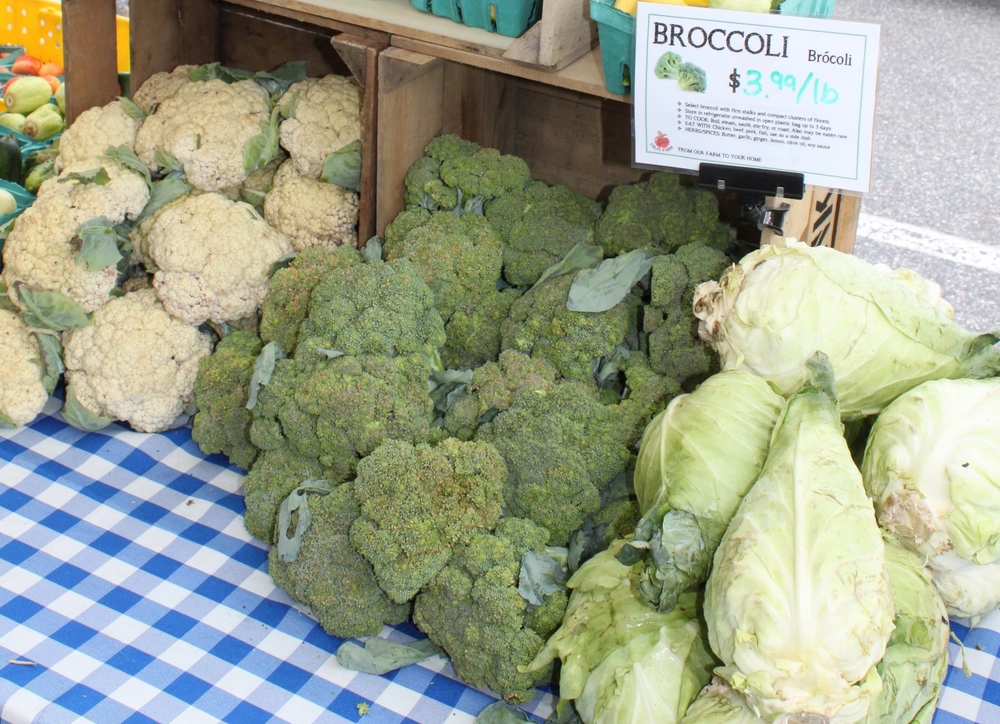 Broccoli heads should be firm and green.  Avoid ones that are limp or discolored.