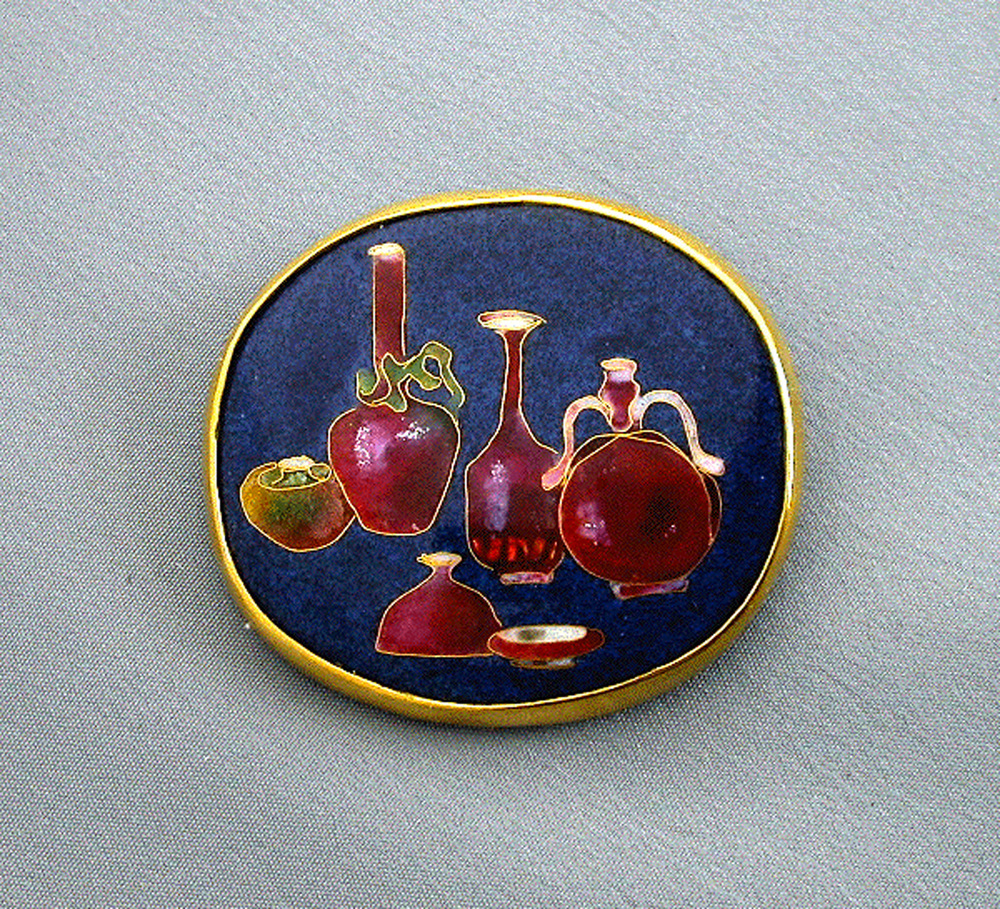 Chinese Pots, pendant/brooch. Gold, silver, enamel. 3.3 x 4.2 cm. $2500