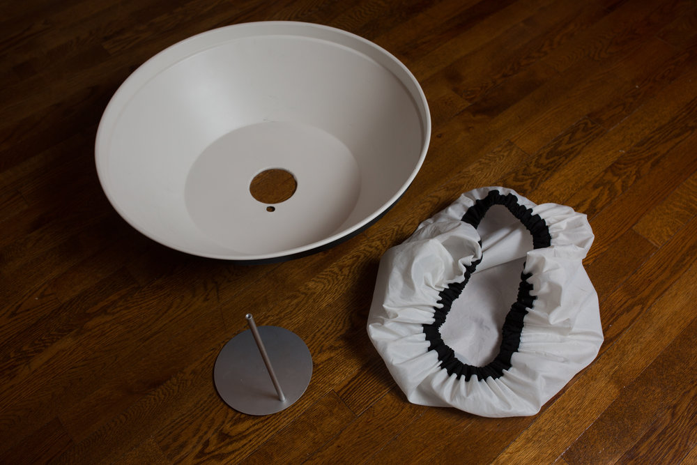 22-inch White Beauty Dish with Diffusion Sock (apart)