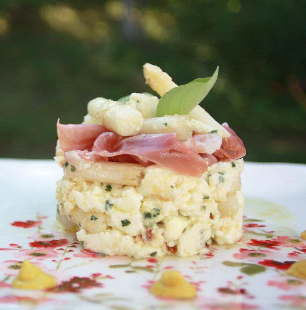 white asparagus omlet bacon ham breakfast