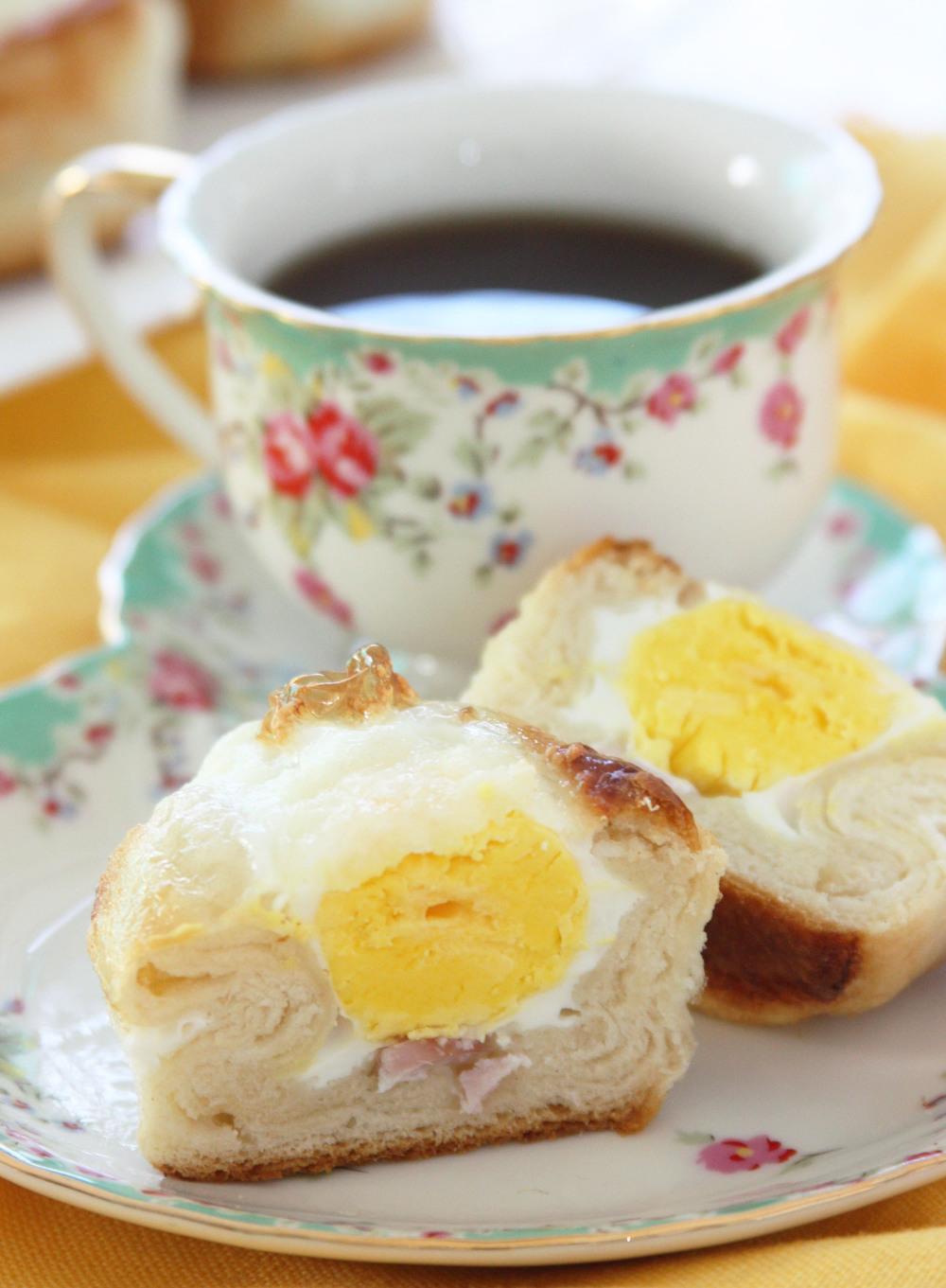 breakfast eggs puff pastry.jpg