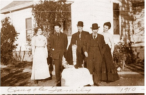Quiggles 1910, Maud, Tom,Don, Lack, Cora and sitting is grandma Isabelle.jpg