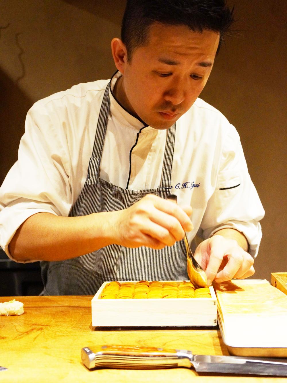 阿Ken。 和主厨一起离开Sushi Ran。说广东话的朋友和他交谈就更会畅快淋漓了。他手上那一盒Mendocino sea urchin简直太诱人了。