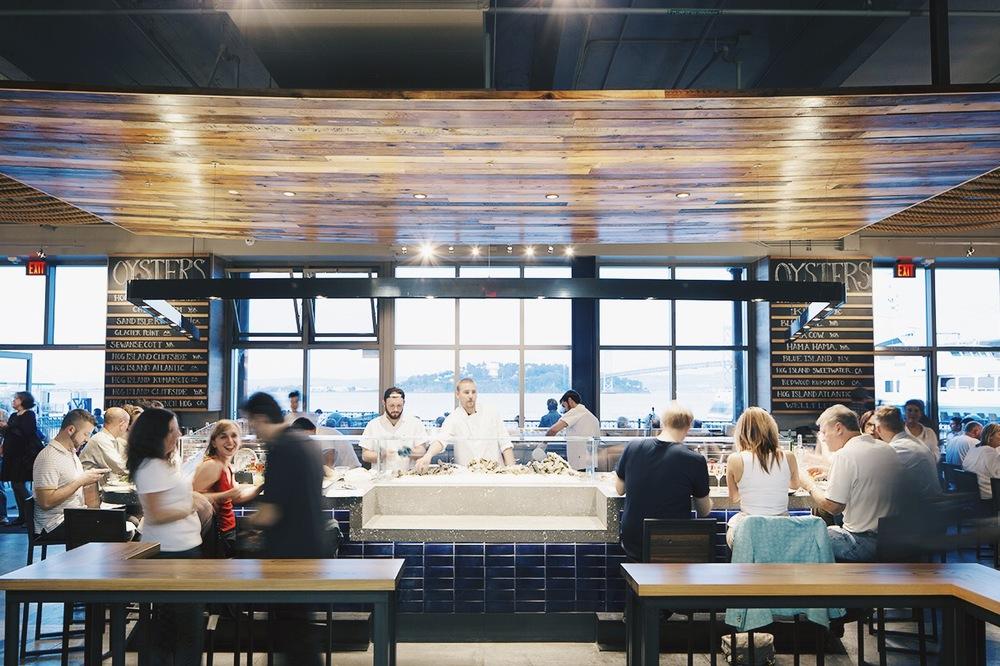 餐厅内部。因为餐厅的位置,会有很多游客前往。游客多的餐厅气氛一般都特别好,因为弥漫着来到新地方的新鲜感。