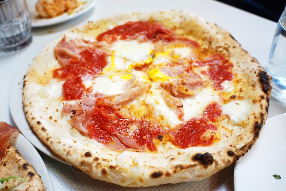Bismark $18 (Mozzarella, prosciutto cotto, San Marzano tomato sauce and egg). 好喜欢这个!意大利人点评说他们的mozzarella is superior in quality and tomato sauce is excellent.