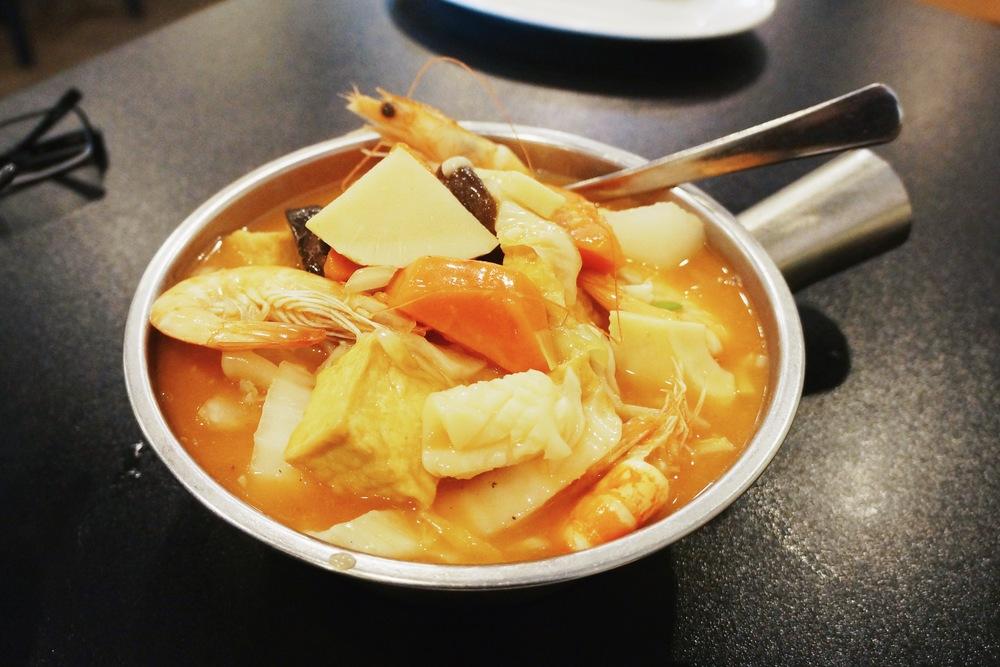 海鲜豆腐砂锅。砂锅在哪里?这个打包回家里面下碗面才好吃