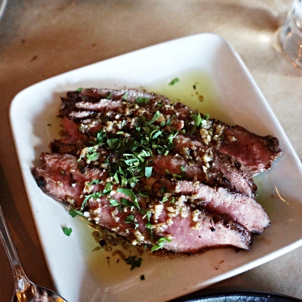 Flat-Iron Steak from Niman Ranch with Roasted Jalapeño Chimichurri $12 看着有食欲的一道,但是硬是把这个牛排和别家比就差远了