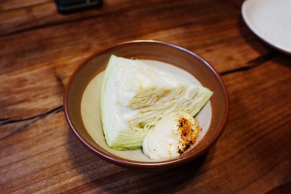 从开店来5年没变过的赠送前菜,cabbage with misomayonnaise 卷心菜配味增美乃滋。