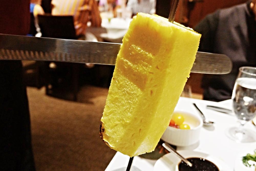ABACAXI: slow roasted pineapple 这个水平有些层次不齐,还是菠萝本身的原因。好吃的话非常juicy, 在吃肉的中间吃一口菠萝,直接和油腻说拜拜。不好吃的话有点麦当劳菠萝派的感觉。