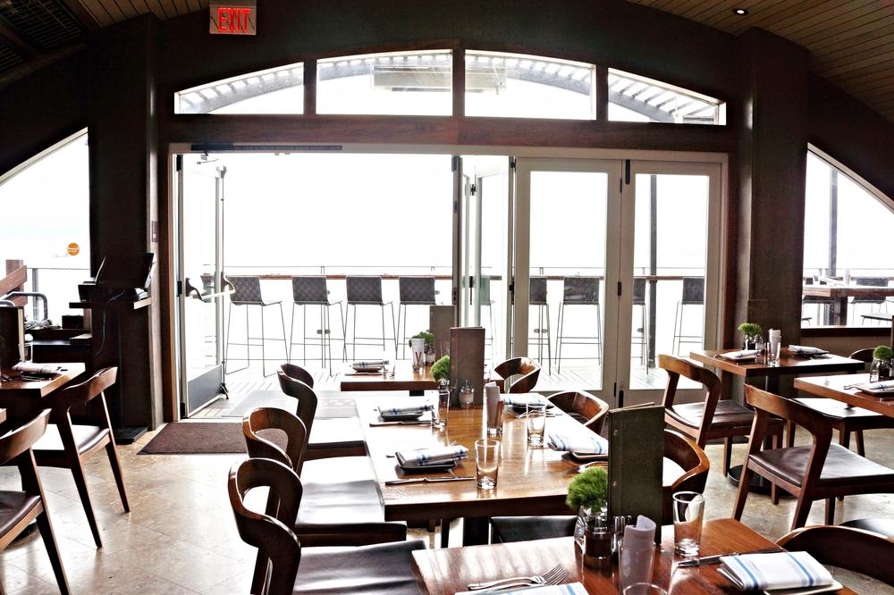 餐厅内景。Barrel House最棒应该就属这个面向大海的patio了吧。我去的时候是阴天所以海拍的不好,他们的官网上有很漂亮的照片。