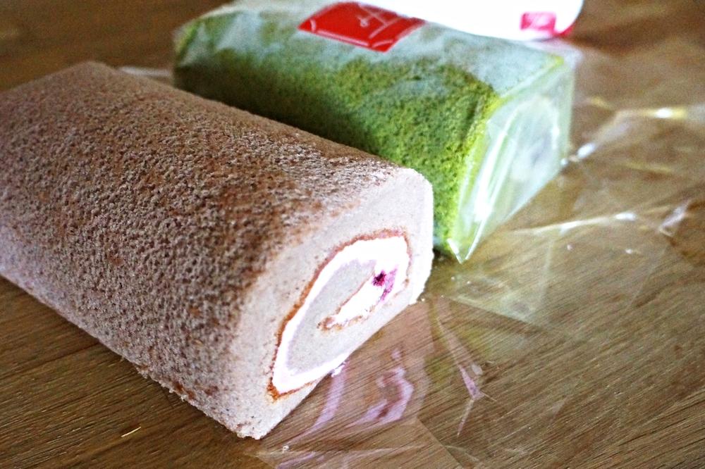 拍出来闪闪发光的日式棉花蛋糕卷(Ijinkan Roll),有蓝莓(并不是其他网站宣传的樱花口味),抹茶,巧克力和柚子。里面的filling一点都不腻,看得出功力。这家神戶Fugetsudo据说是最有名的蛋糕店。超市里还有看起来相当诱人的日本高川年轮蛋糕,简直是送人佳品。