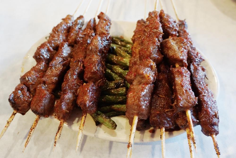 烤牛肉和四季豆。老板实惠,肉都大块。