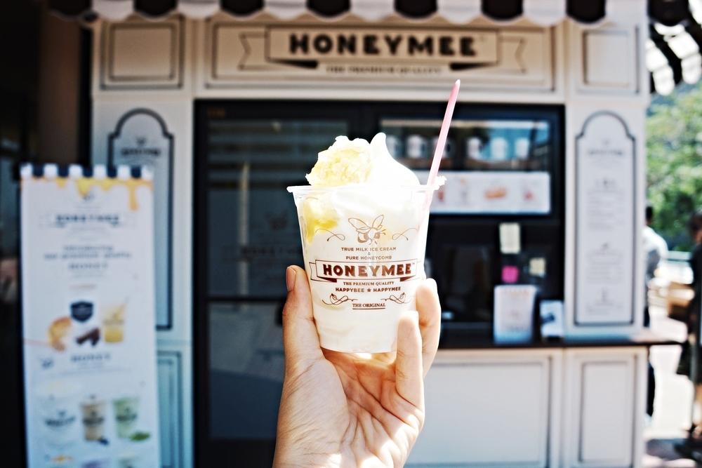 Honeymee: milk ice-cream with 100% natural honeycomb chip