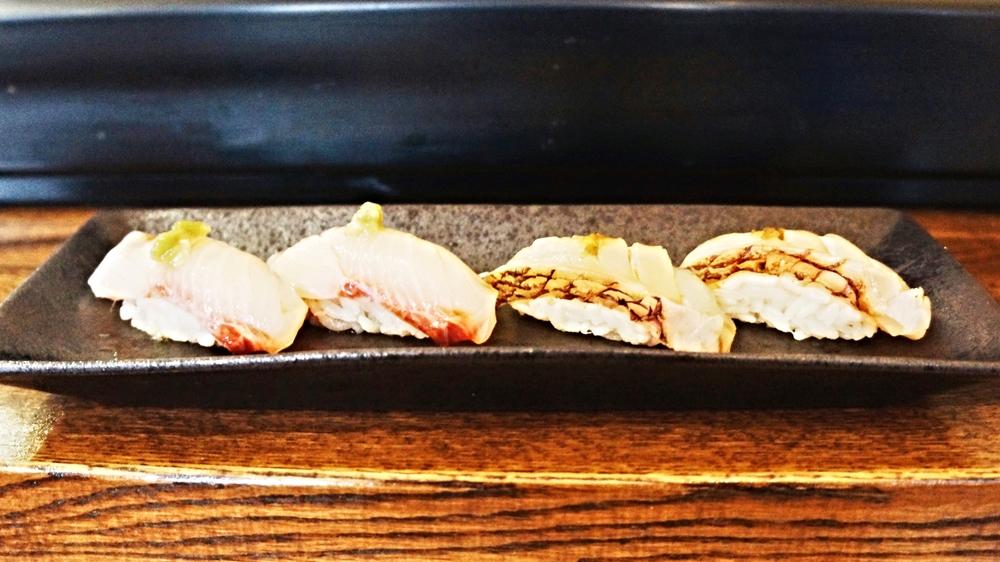 特别羞愧地是我光顾着讲话,压根不记得吃的是什么了。左边看起来应该是amberjack吧,右边完全没印象。两种都不错,只是nigiri捏的功力还需加强,米饭夹起来会散掉。