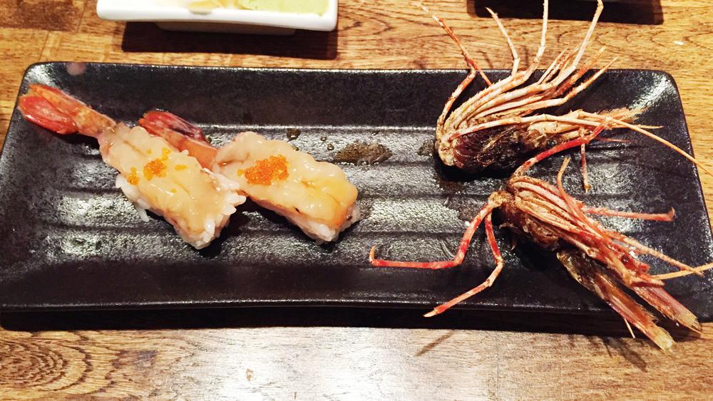 Amaebi nigiri.这个值得吐槽的是,这是我第一家吃甜虾的头被炸焦的。还有服务员很客气,送了一道甜点作为补偿。而虾肉本身惊艳与否我已不记得,说明应该只是中等水平