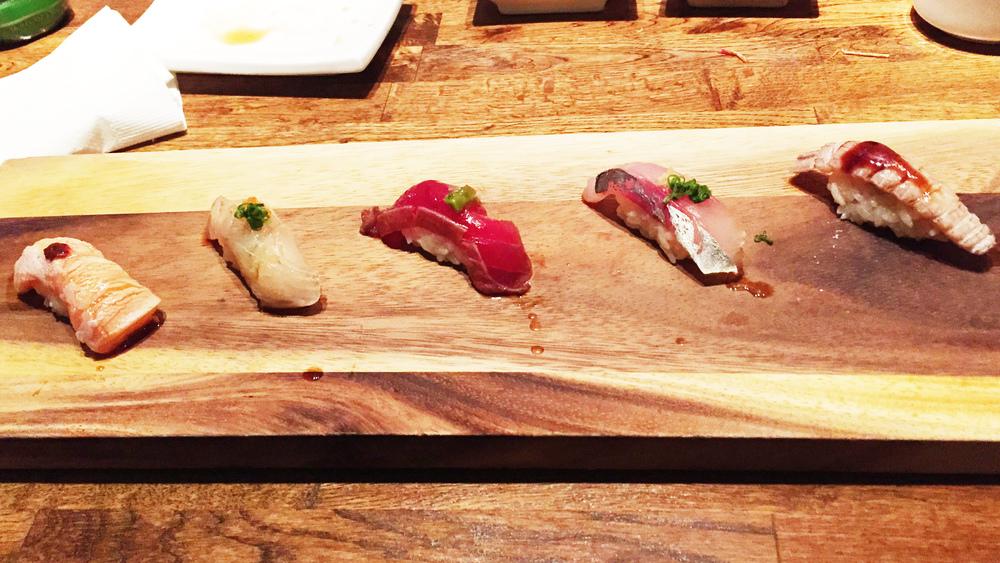 5-piece omakase $20 最爱的却是最右边的虾婆婆,吃起来相当清爽顺口。