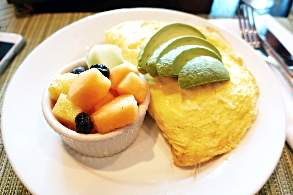BETA Omelet(bacon, eggs, tomato, avocado and cheddar) $13 Omelet都是可以加$1.5做成egg white的哦