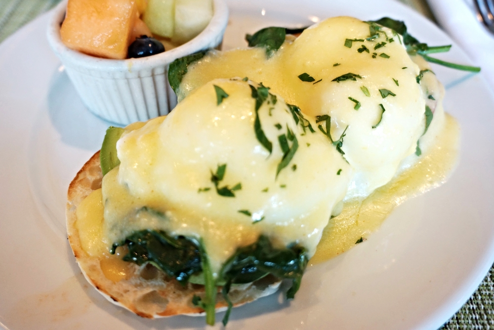 California Benedict(two poached eggs, avocado, sliced tomatoes, spinach, hollandaise) $12