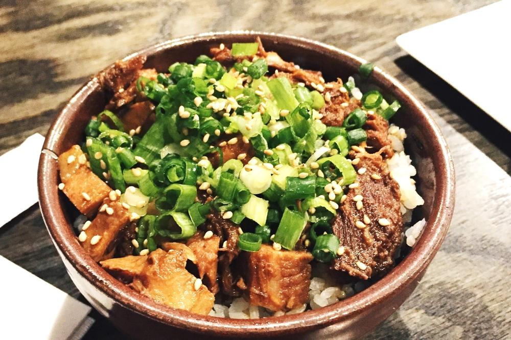 Cha-shu (roasted pork) Gohan 叉烧饭$3 这一晚三块的饭还是很值得的,肉烂但又不柴,米饭也是水多糯一些的。确实比别家的好吃。
