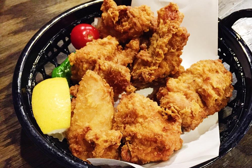 Karaage(fried chicken) 3pc $4.3 6pc $7.5 炸鸡还是新鲜出炉的好吃 鸡肉本身腌制的味道不强烈 不过裹得外皮很适中
