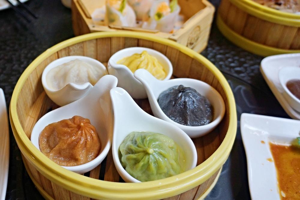 Assorted Shanghai Xiao Long Bao五彩小笼包: Kale, Black Truffle, Crab, Original and Beet 虽然不是我习惯的上海口味小笼包,但确实不是一般早茶店里小笼包水平。大多数都是为了这个五彩小笼包来的吧