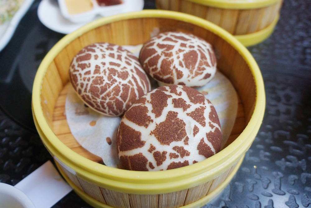 Mushroom Bun 蘑菇包:说实话,外型太可爱所以很受欢迎,但是中间的馅料比较少,是猪肉蘑菇的,其实没准换成甜品的包子效果会更好